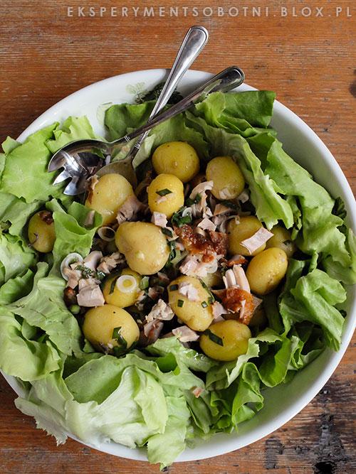 pieczony drób, sałata, młode ziemniaki