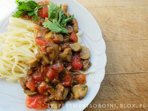 grzby, pomidory, makaron, tortellini