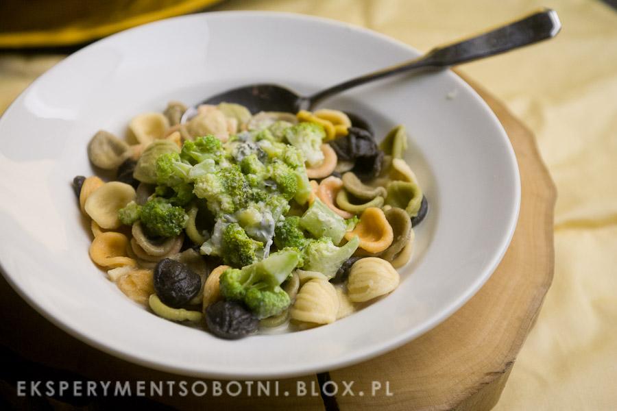 makaron, niebieski ser pleśniowy, roquefort, kuchnia włoska,