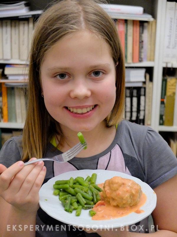 dzieci, nastolatki, gotują, uczą się gotować,