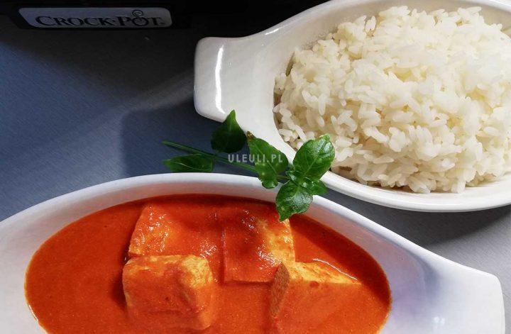 uleuli, wolnowar, tofu, sos paprykowy,